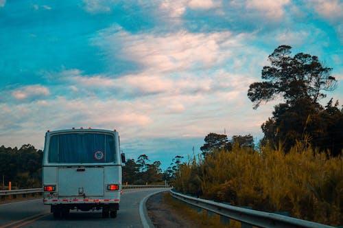 Foto stok gratis awan, biru, bis