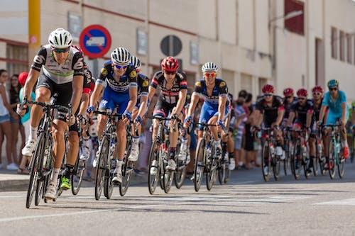 Foto d'estoc gratuïta de acció, anant amb bici, atletes, bicicletes