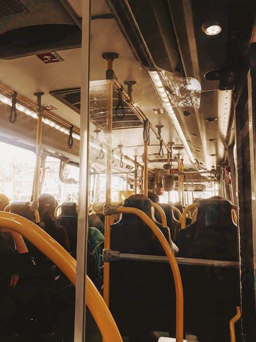 Kostnadsfri bild av buss, fordon, glas, gul
