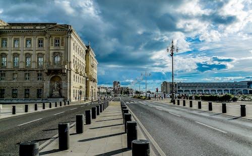 シティ, タウン, ランドマーク, 交通機関の無料の写真素材