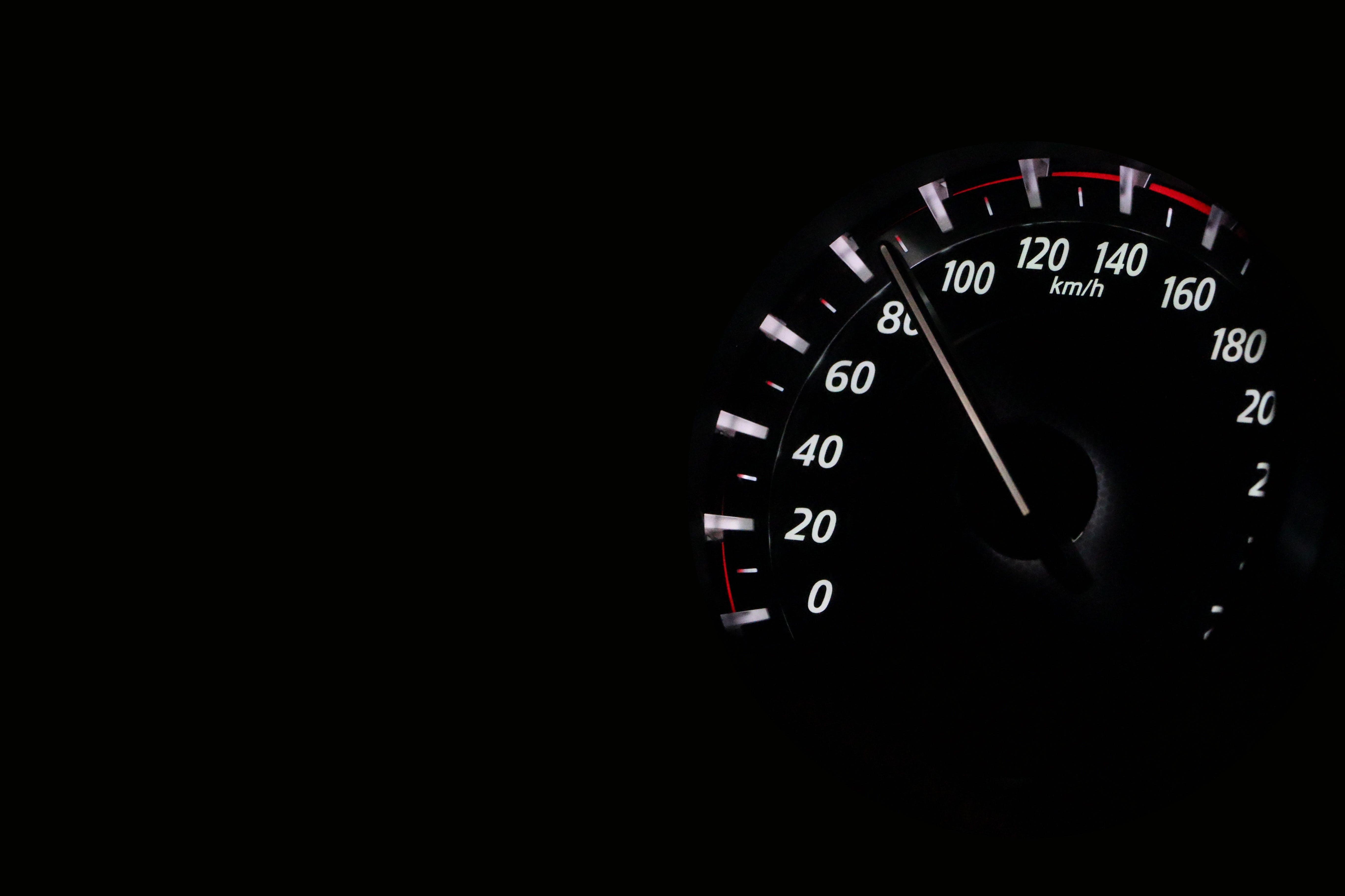 Kostenloses Stock Foto zu fahrzeug, schnell, geschwindigkeit, rennen