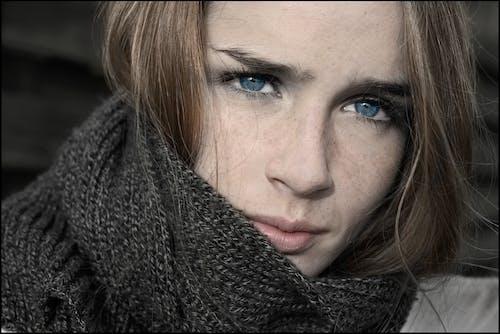 Immagine gratuita di donna, donna bellissima, faccia, grave