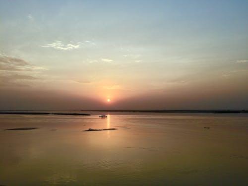 Бесплатное стоковое фото с закат, лодка, рассвет сумерки, река