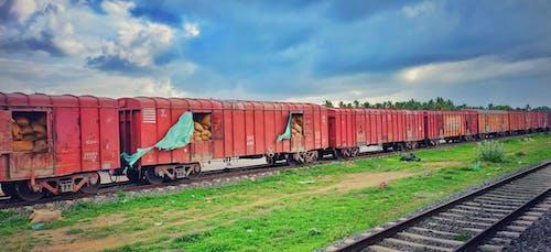 Gratis lagerfoto af blå himmel, grøn, himmelblå, indiske tog