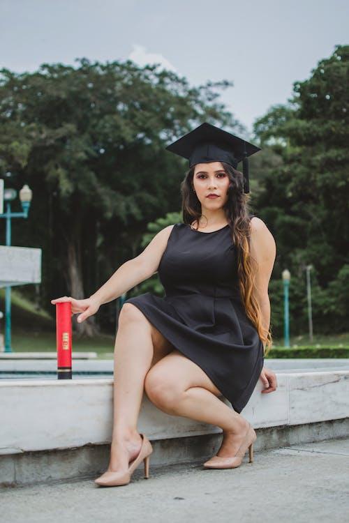 Ingyenes stockfotó álló kép, ballagás, ballagó diák, érettségi ruha témában