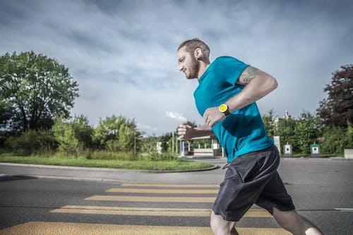 Foto profissional grátis de ao ar livre, atividade física, bem-estar, corredor