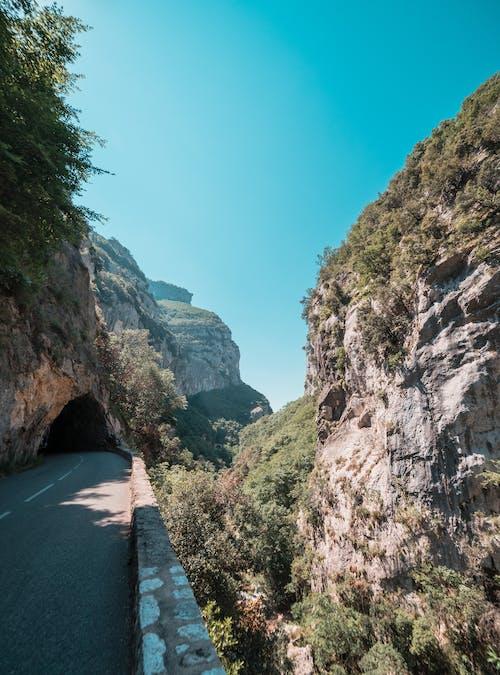 Gratis lagerfoto af bjerg, blå, dagslys, ferie
