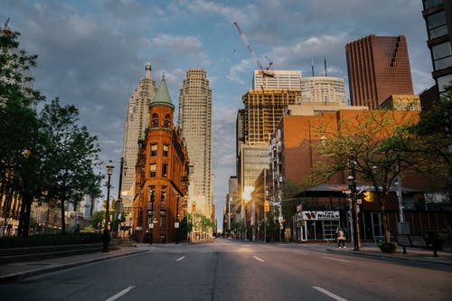 Imagine de stoc gratuită din arhitectură, centrul orașului, clădiri, dimineața devreme