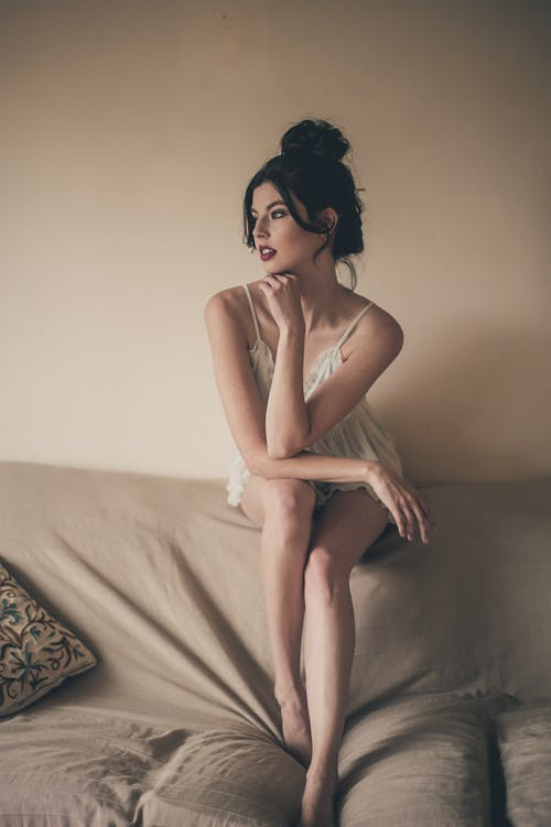 Imagine de stoc gratuită din ademenitor, brunetă, canapea