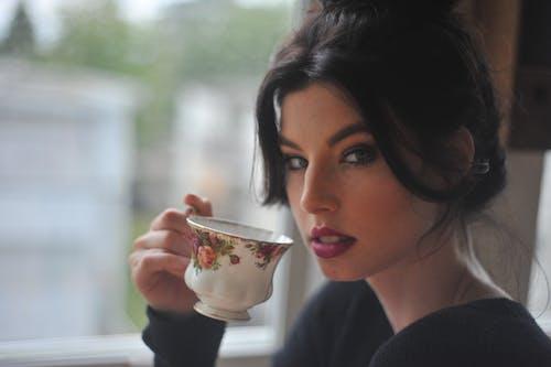 Imagine de stoc gratuită din băutură, brunetă, cană, ceai