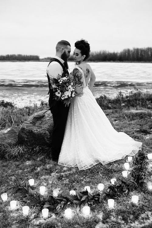 Imagine de stoc gratuită din buchet de flori, buchet de nuntă, cu becuri de culoare, cuplu