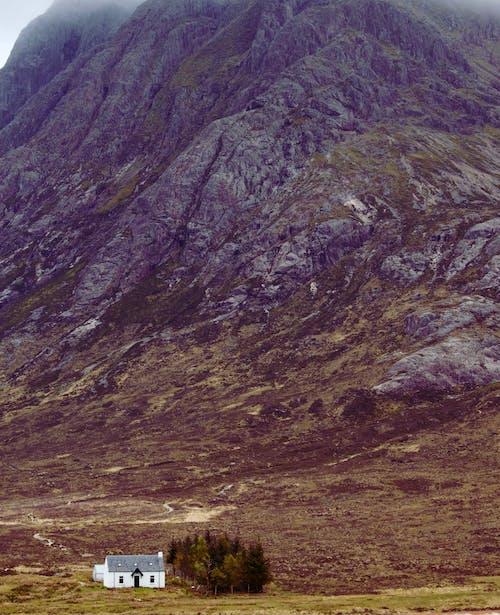Δωρεάν στοκ φωτογραφιών με highlands, απομονωμένο λευκό, βουνό, βράχια