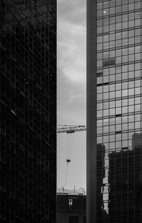 Безкоштовне стокове фото на тему «архітектура, архітектурне проектування, будівлі, відображення»