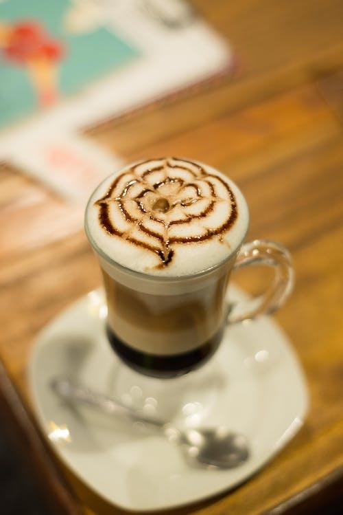 kafe, Kahve, kahve fincanı, kahve içmek içeren Ücretsiz stok fotoğraf