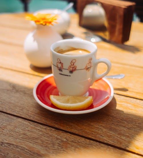 Ilmainen kuvapankkikuva tunnisteilla fuji, kahvikuppi, kahvila, kahvinkeitin