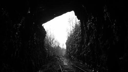 Foto stok gratis backlit, cahaya, dinding batu, gelap