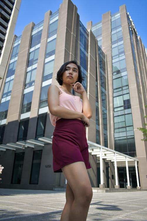 休閒裝, 城市, 女人, 建築 的 免费素材照片
