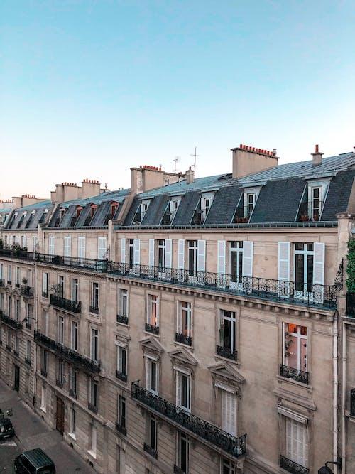 Foto stok gratis Apartemen, Arsitektur, di luar rumah, fasad