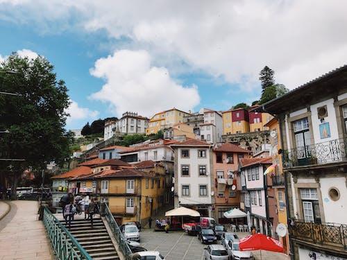 Fotos de stock gratuitas de al aire libre, arboles, arquitectura, balcones