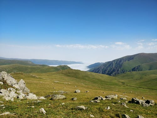 フィールド, 丘, 屋外, 山岳の無料の写真素材