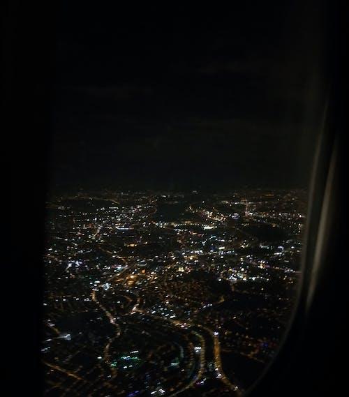 Gratis arkivbilde med by, fly, lande, mørk