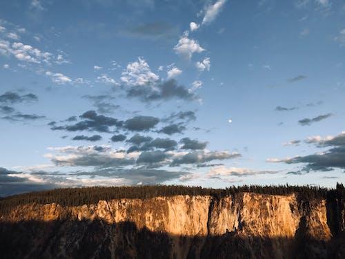 Immagine gratuita di cielo nuvoloso, crepuscolo, foresta, montagna