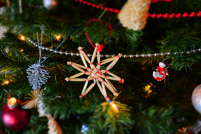 Fotos de stock gratuitas de adornos de navidad, árbol de Navidad, celebración, colgando