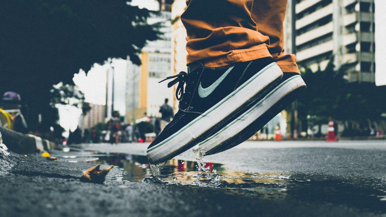 acqua, azione, calzature
