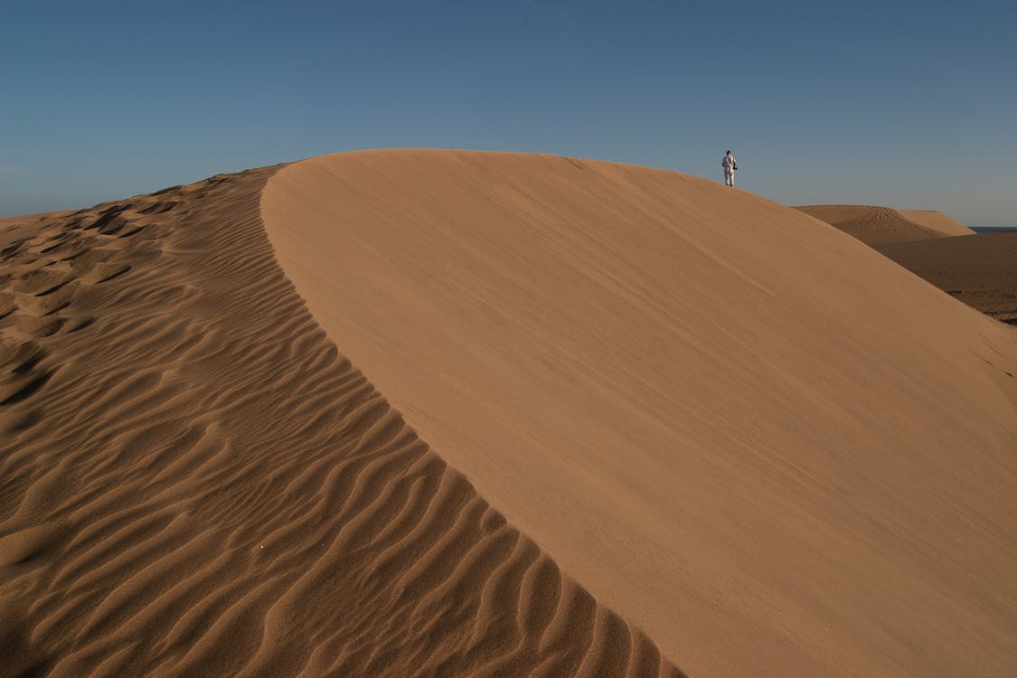 การผจญภัย, คนเดียว, ทราย