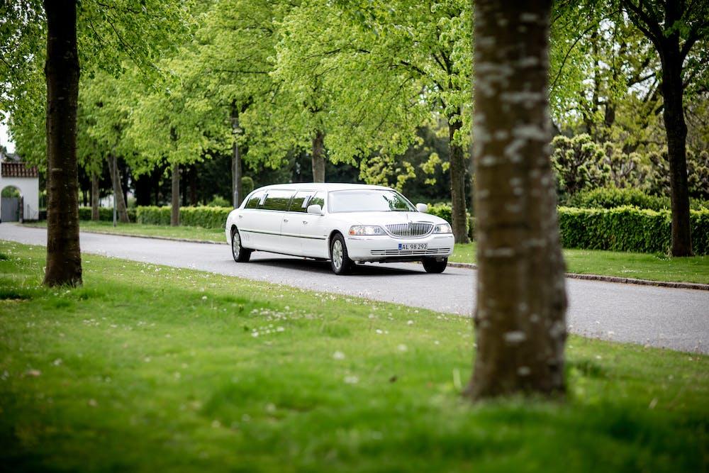 A white limousine. | Photo: Pexels