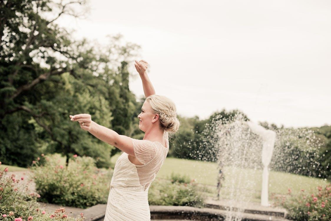 áo choàng trắng, công viên, Đài phun nước
