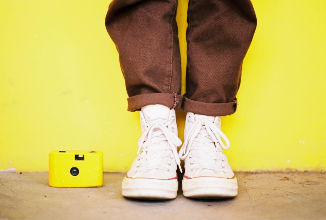 взуття, жовтий, жовтий фон