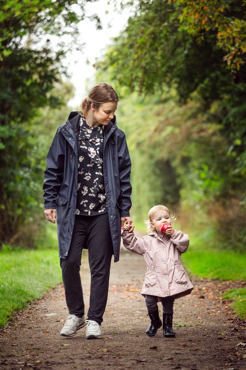 Fotos de stock gratuitas de amor, bebé, caminando, caminar