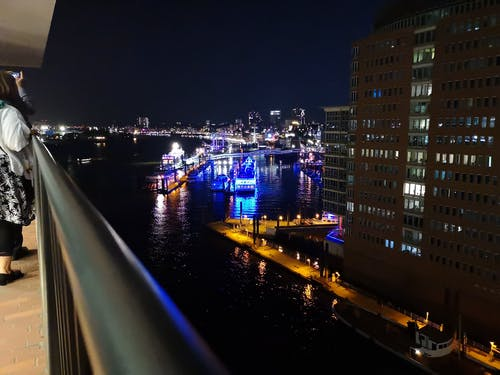 Immagine gratuita di amburgo, barche, elbphilharmony, landungsbrücken