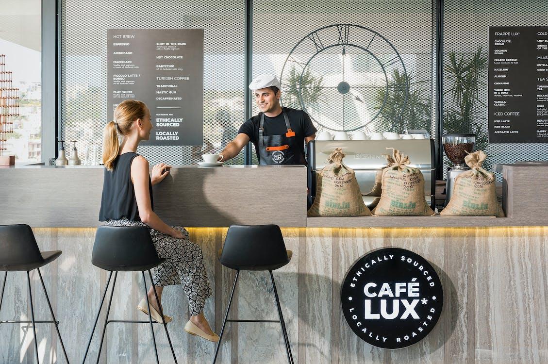barista, café, drinnen