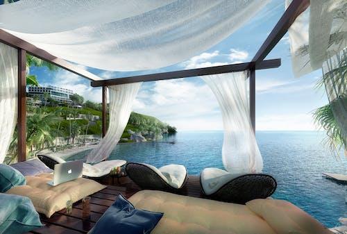 deniz, iskemleler, okyanus, otel içeren Ücretsiz stok fotoğraf