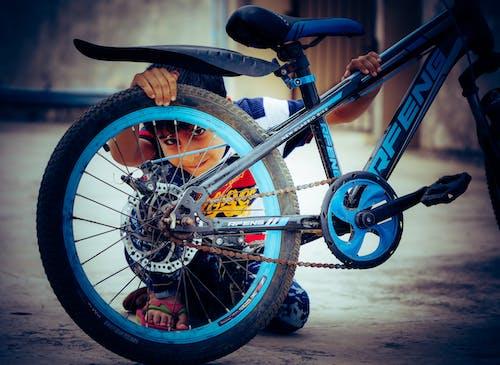 Foto stok gratis anak asia, anak laki-laki India, anak-anak, bersepeda