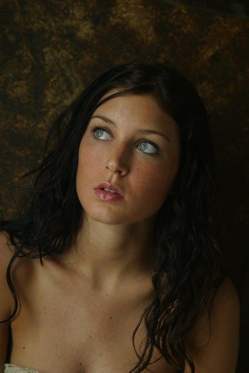 Immagine gratuita di carino, cercando, donna, donna bellissima