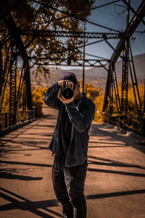 Gratis lagerfoto af bro, fotograf, mand, person