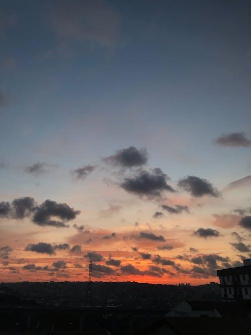 Foto profissional grátis de alvorecer, cair da noite, céu, iluminado por trás