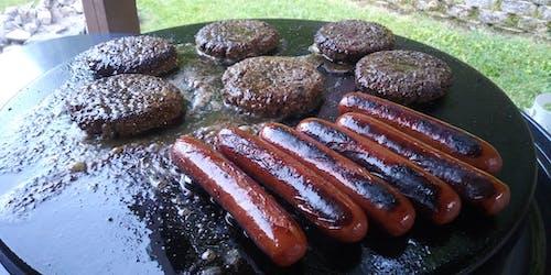 Foto d'estoc gratuïta de gos calenta, graella, hamburgueses, jardí