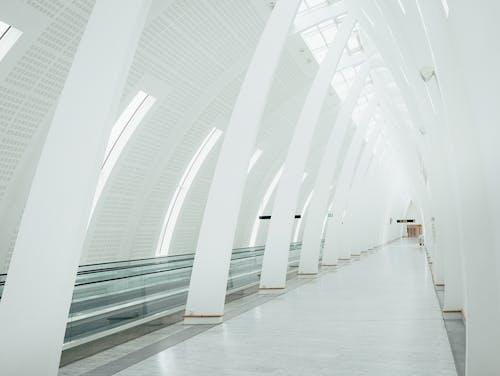 Fotos de stock gratuitas de adentro, arco, arquitectura, blanco