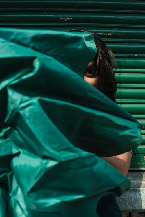 Základová fotografie zdarma na téma deštník, oko, osoba, zelená