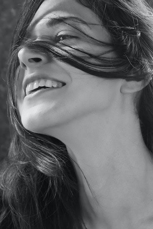 Immagine gratuita di bianco e nero, capelli, capello, carino