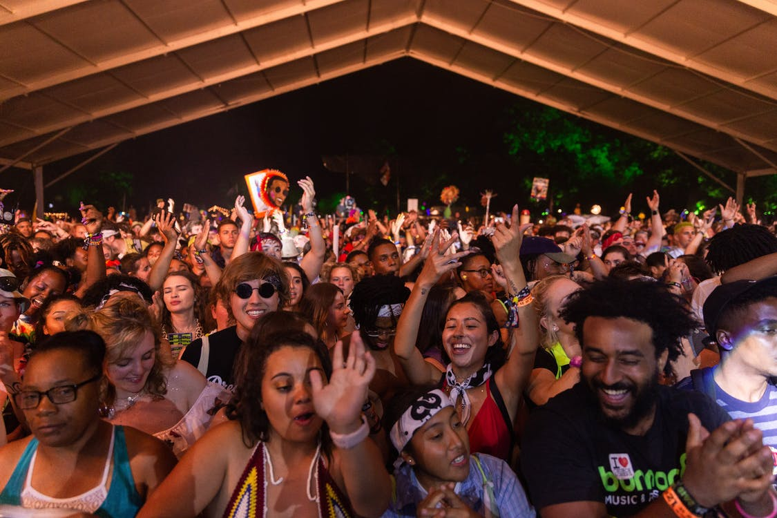 buổi hòa nhạc, buổi tiệc, đám đông