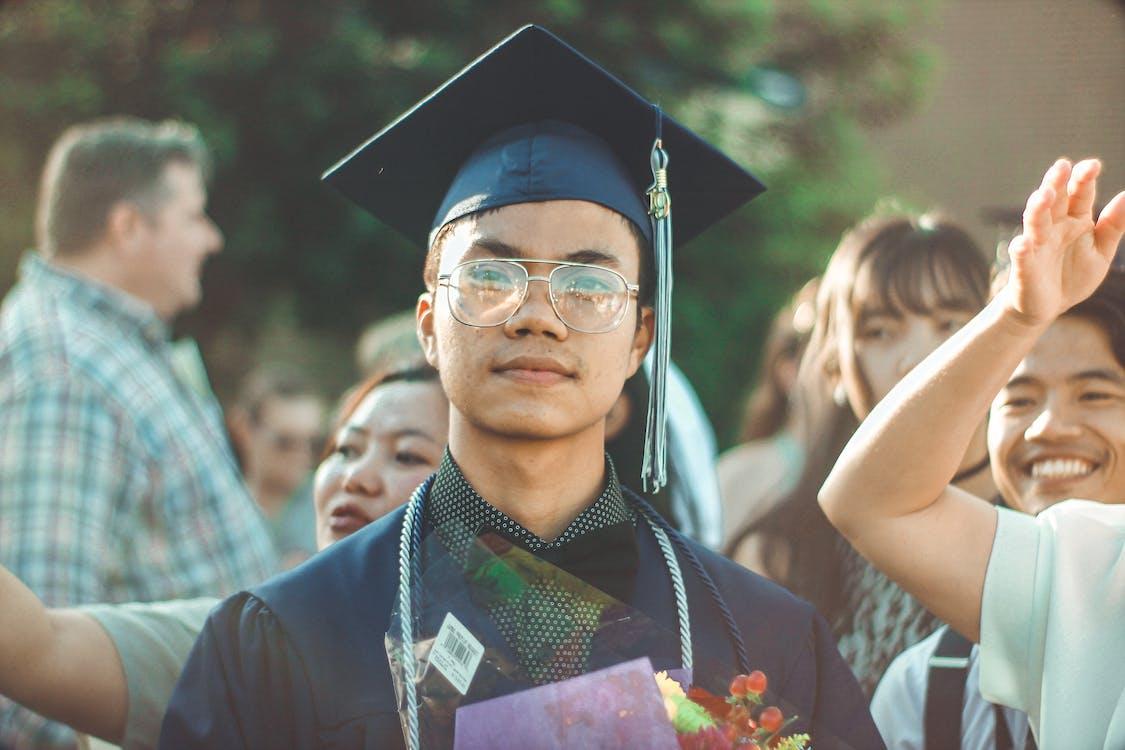 brouiller, casquette académique carrée, célébration