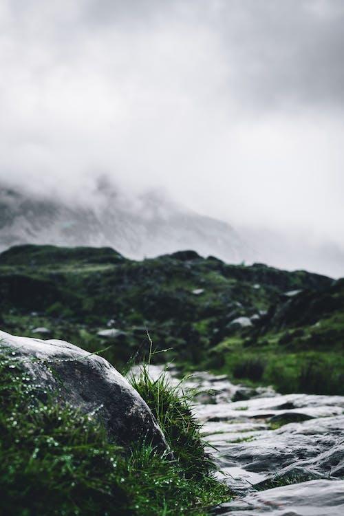 Photos gratuites de brouiller, caillou, cascade, ciel gris