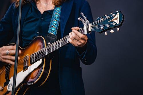 Бесплатное стоковое фото с гитара, гитарист, музыкальный инструмент, музыкант