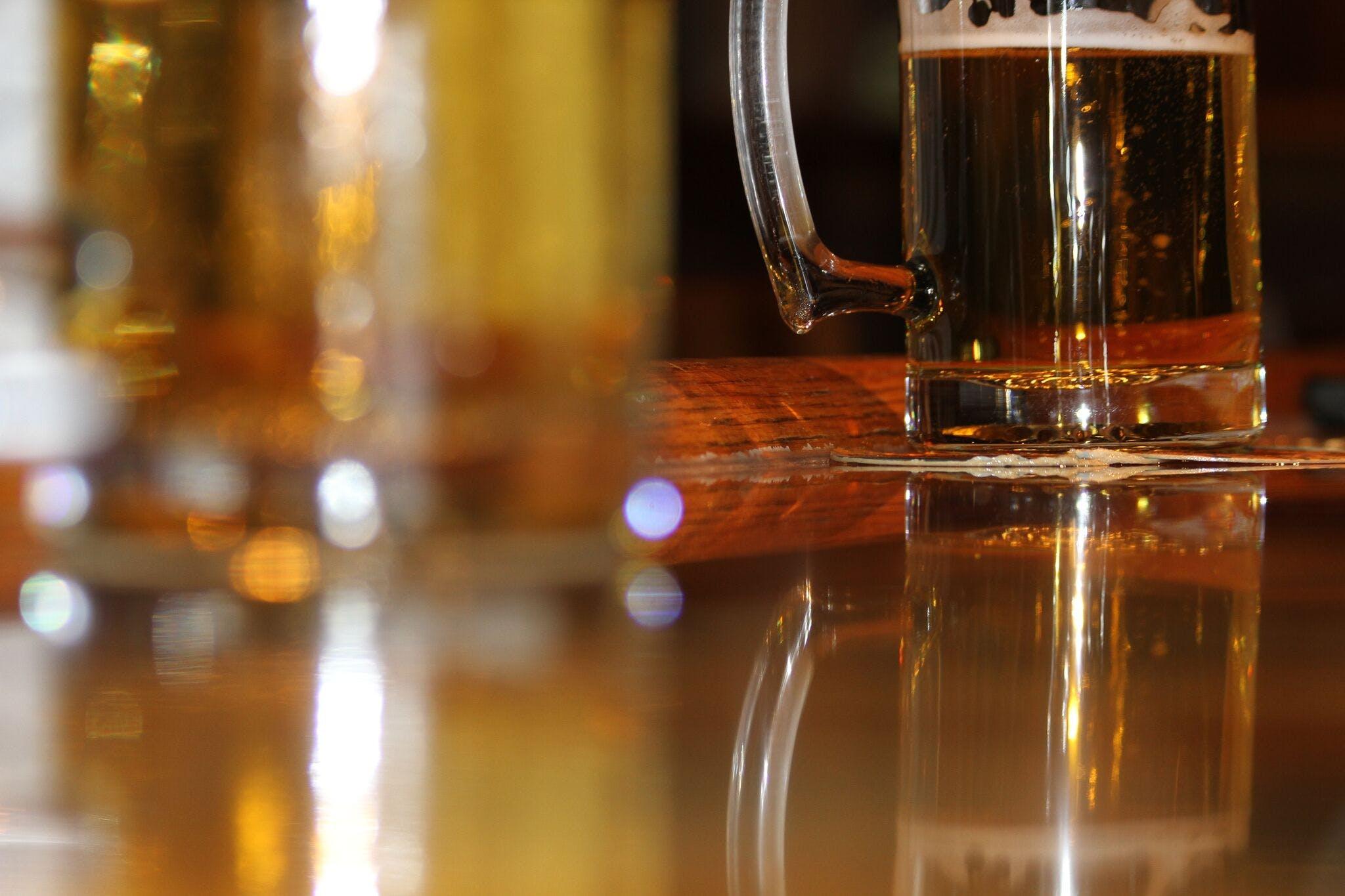 Δωρεάν στοκ φωτογραφιών με ale, αλκοόλ, αναψυκτικό, αντανάκλαση