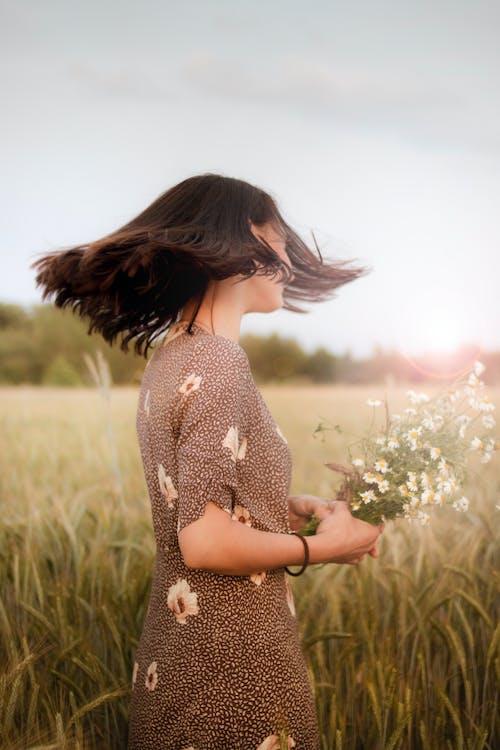 꽃, 꽃무늬 드레스, 낮, 농경지의 무료 스톡 사진